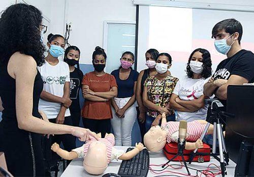 Liga acadêmica da UFMA realiza atividades com alunos do curso de Enfermagem da Florence