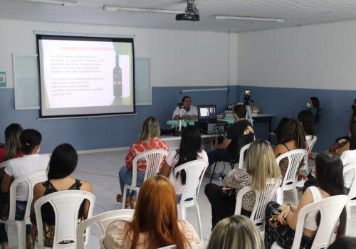 Curso de Estética e Cosmética realiza palestra com a presença da esteticista Katia Nunes